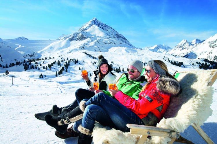 Op skisafari van hut naar hut skiën in de Dolomieten